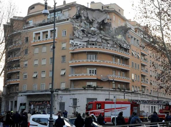lungotevere flaminio crollano tre piani di un palazzo