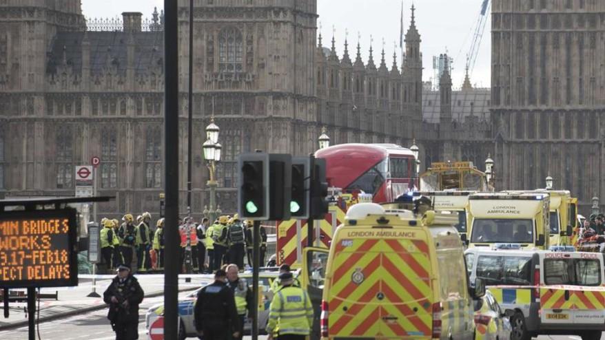 londra attacco al parlamento blitz della polizia nella
